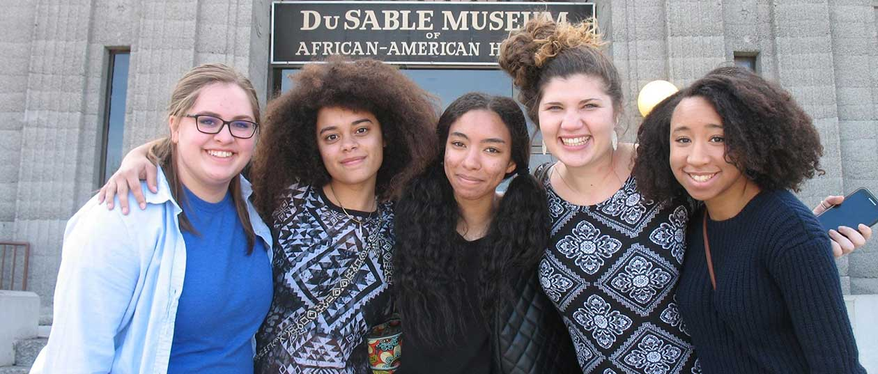 Students in front of DuSable Museum of African American History